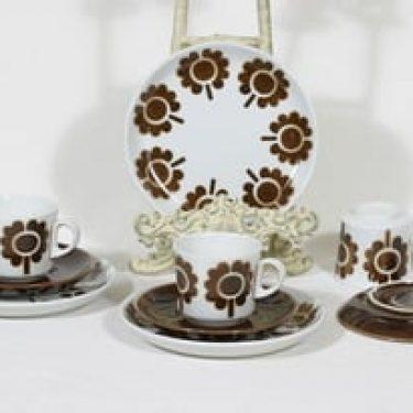 Arabia BR kahvikupit ja lautaset, ruskea, 3 kpl, suunnittelija Göran Bäck, puhalluskoriste, retro, nimetön koriste
