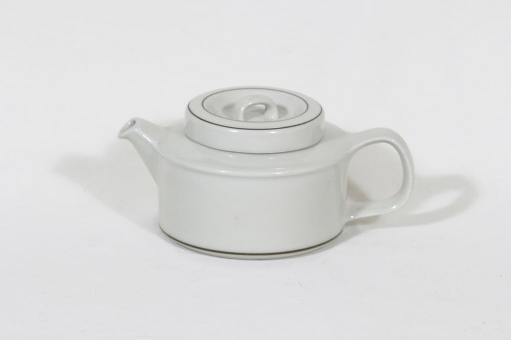 Arabia Fennica tea pot, designer Esteri Tomula
