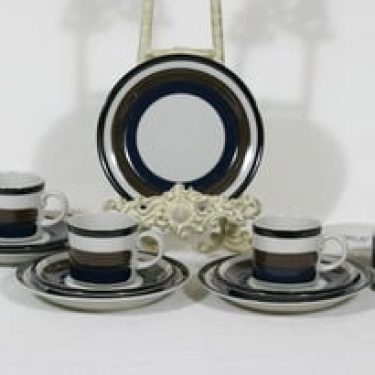 Arabia Kaira kahvikupit ja lautaset, 3 kpl, suunnittelija Anja Jaatinen-Winquist, raitakoriste
