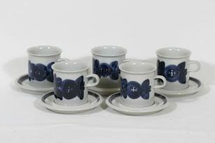 Arabia Anemone kaakaokupit, käsinmaalattu, 5 kpl, suunnittelija Ulla Procope, käsinmaalattu, signeerattu