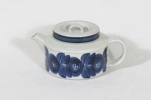 Arabia Anemone teekaadin, 1.35 l, suunnittelija Ulla Procope, 1.35 l, käsinmaalattu, signeerattu, retro