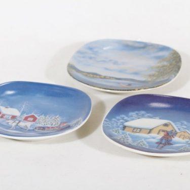 Arabia koristelautaset, 4 kpl, suunnittelija Anita Rantanen-Siemers, pieni, serikuva