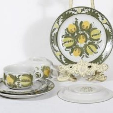 Arabia PW teekupit ja lautaset, 2 kpl, suunnittelija Raija Uosikkinen, signeerattu