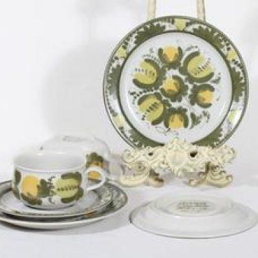 Arabia PW teekupit ja lautaset, käsinmaalattu, 2 kpl, suunnittelija Raija Uosikkinen, käsinmaalattu, signeerattu
