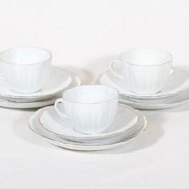 Arabia Oivi kahvikupit ja lautaset, valkoinen, suunnittelija Ulla Procope, kultareuna