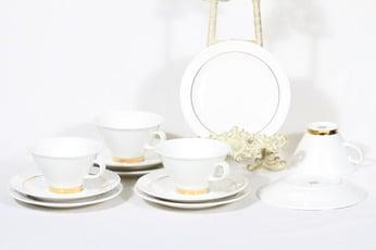 Arabia Harlekin Gold teekupit ja lautaset, valkoinen, 4 kpl, suunnittelija Inkeri Leivo,