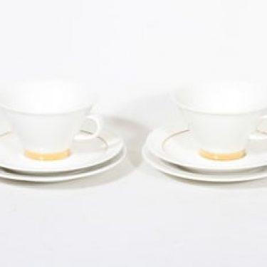 Arabia Harlekin Gold teekupit ja lautaset, valkoinen, 2 kpl, suunnittelija Inkeri Leivo,