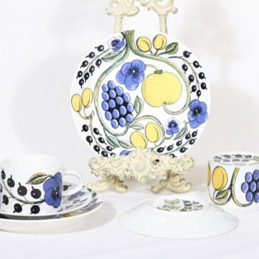 Arabia Paratiisi teekupit ja lautaset, 2 kpl, suunnittelija Birger Kaipiainen, serikuva