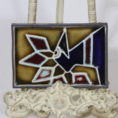 Arabia Riikinkukko koristelaatta, käsinmaalattu, suunnittelija Annikki Hovisaari, käsinmaalattu, pieni, signeerattu