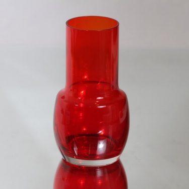 Riihimäen lasi maljakko, punainen, suunnittelija Tamara Aladin,