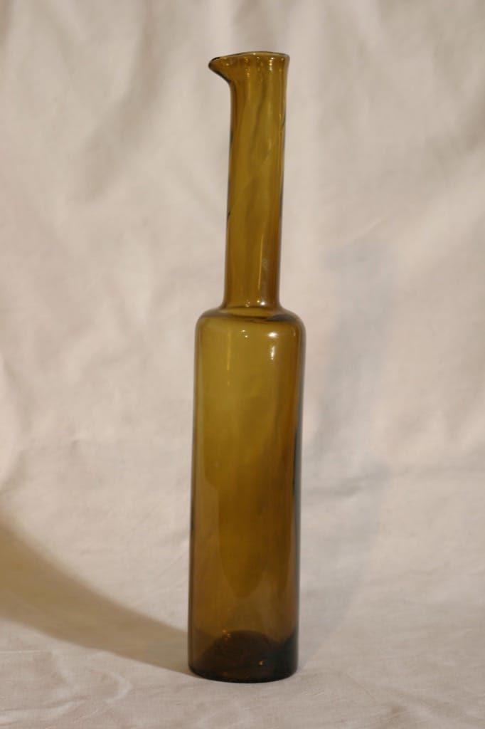 Riihimäen lasi Koristepullo koristepullo, signeerattu, suunnittelija Nanny Still, signeerattu, ruskea