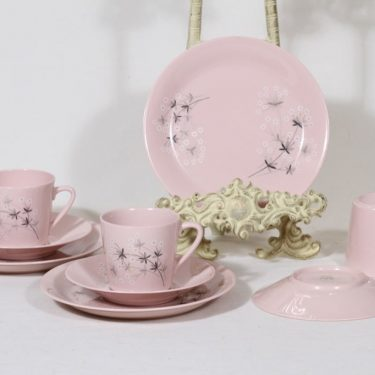Arabia Lumikukka kahvikupit ja lautaset, rosa, 3 kpl, suunnittelija Raija Uosikkinen, serikuva