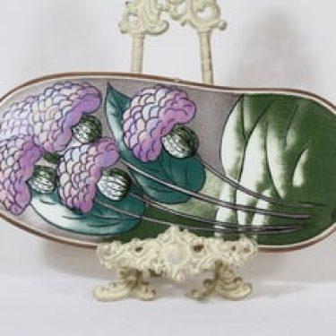 Arabia seinälaatta, Tuulta purjeisiin, suunnittelija Heljä Liukko-Sundström, Tuulta purjeisiin, suuri, signeerattu