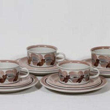 Arabia Koralli teekupit ja lautaset, käsinmaalattu, 4 kpl, suunnittelija Raija Uosikkinen, käsinmaalattu, kultakoriste