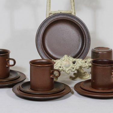 Arabia Ruska kahvikupit ja lautaset, ruskea, 4 kpl, suunnittelija Ulla Procope,