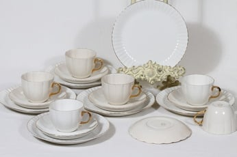 Arabia Kultakorva kahvikupit ja lautaset, 6 kpl, suunnittelija , kultakoriste