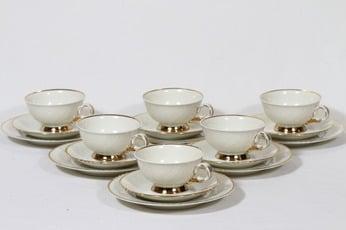Arabia Kultakoriste kahvikupit ja lautaset, valkoinen, 6 kpl, suunnittelija Olga Osol, kullattu