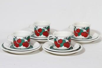 Arabia Kirsikka kahvikupit ja lautaset, 4 kpl, suunnittelija Inkeri Seppälä, serikuva