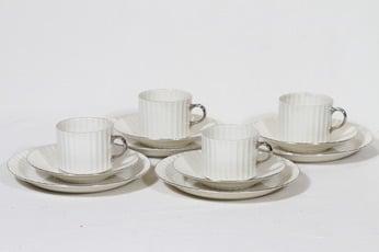 Arabia Kultakorva kahvikupit ja lautaset, 4 kpl, suunnittelija , hopearaita