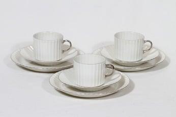 Arabia Kultakorva kahvikupit ja lautaset, 3 kpl, suunnittelija , hopearaita