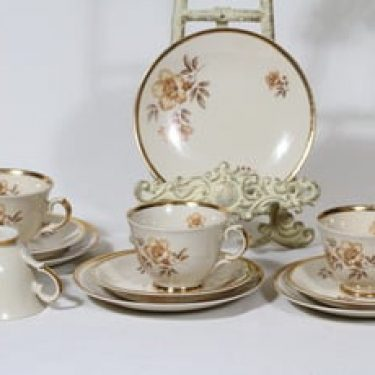Arabia Myrna kahvikupit ja lautaset, 4 kpl, suunnittelija Olga Osol, siirtokuva