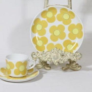 Arabia Aurinko kahvikuppi ja lautanen, keltainen, suunnittelija Esteri Tomula, serikuva, retro