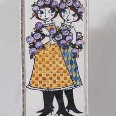Kupittaan savi koristelaatta, käsinmaalattu, suunnittelija Gudrun Raunio, käsinmaalattu, signeerattu
