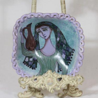 Arabia koristelautanen, käsinmaalattu, suunnittelija Hilkka-Liisa Ahola, käsinmaalattu, käsityö, signeerattu, uniikki