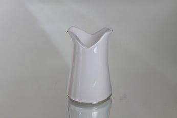 Riihimäen lasi Korvaton kermakko, valkoinen, suunnittelija Nanny Still,