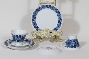 Arabia Johanna kahvikupit ja lautaset, sininen, 2 kpl, suunnittelija Raija Uosikkinen, serikuva