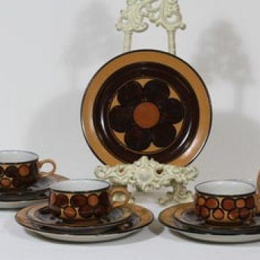 Arabia Kalevala kahvikupit ja lautaset, käsinmaalattu, 4 kpl, suunnittelija Peter Winquist, käsinmaalattu, signeerattu, retro