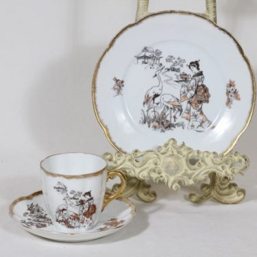 Arabia koriste 7660 kahvikuppi ja lautaset, suunnittelija , siirtokuva, kultafondi