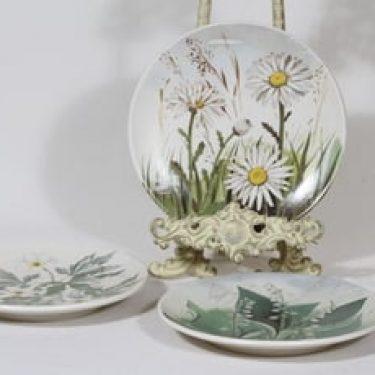 Arabia koristelautaset, 3 kpl, suunnittelija Kirsi Brandt, serikuva, kukka-aihe