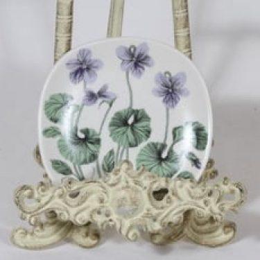 Arabia Botanica koristelautanen, Suo-orvokki, suunnittelija Esteri Tomula, Suo-orvokki, pieni, serikuva