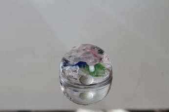 Riihimäen lasi Rantakivet taidelasi, monivärinen, suunnittelija Helena Tynell, pieni