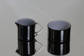 Riihimäen lasi Black and white sokerikko ja kermakko, monivärinen, suunnittelija Nanny Still,