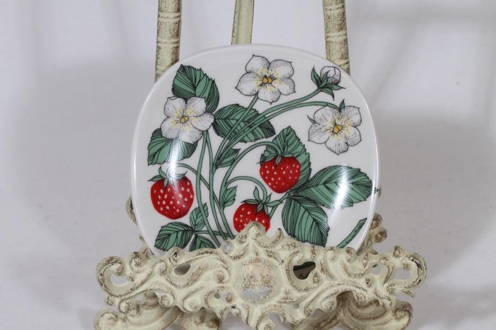 Arabia Botanica decorative plate, Ahomansikka, designer Esteri Tomula, small, silk screening