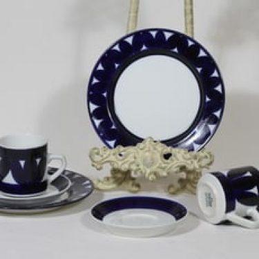 Arabia Sotka kahvikupit ja lautaset, käsinmaalattu, 2 kpl, suunnittelija Raija Uosikkinen, käsinmaalattu, retro