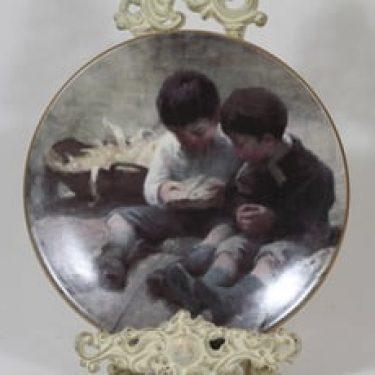 Arabia koristelautanen, Leikkivät lapset, suunnittelija Helene Schjerfbeck, Leikkivät lapset, serikuva