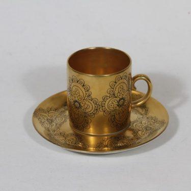 Arabia Gilda mokkakuppi, suunnittelija Esteri Tomula, kullattu