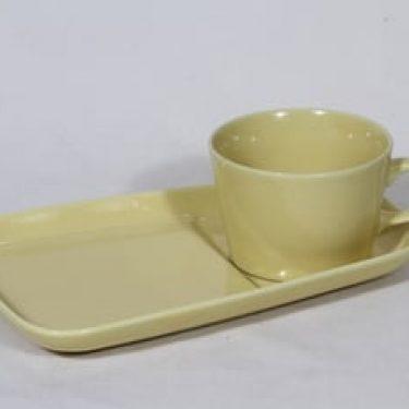 Arabia Kilta kuppi ja erikoislautanen, keltainen lasite, suunnittelija Kaj Franck,