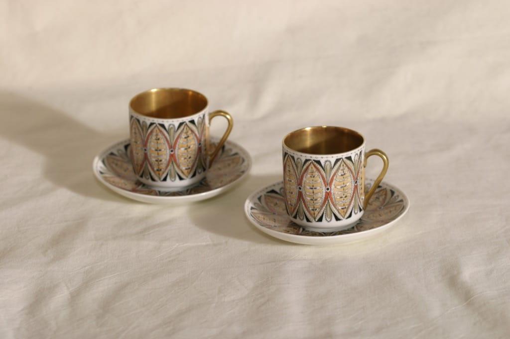 Arabia Milla mokkakupit, käsinmaalattu, 2 kpl, suunnittelija Esteri Tomula, käsinmaalattu