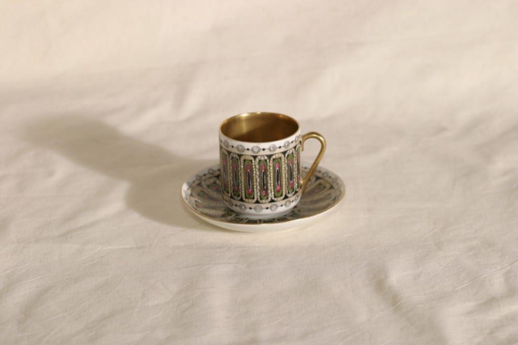 Arabia Hillevi mokkakuppi, käsinmaalattu, suunnittelija Esteri Tomula, käsinmaalattu