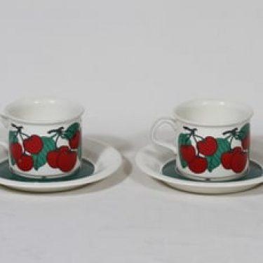 Arabia Kirsikka kahvikupit, punainen, 2 kpl, suunnittelija Inkeri Seppälä, serikuva