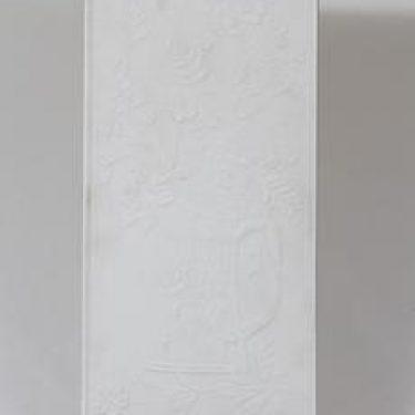 Arabia seinälaatta, signeerattu, suunnittelija Gunvor Olin-Grönqvist, signeerattu, suuri, mattalasite