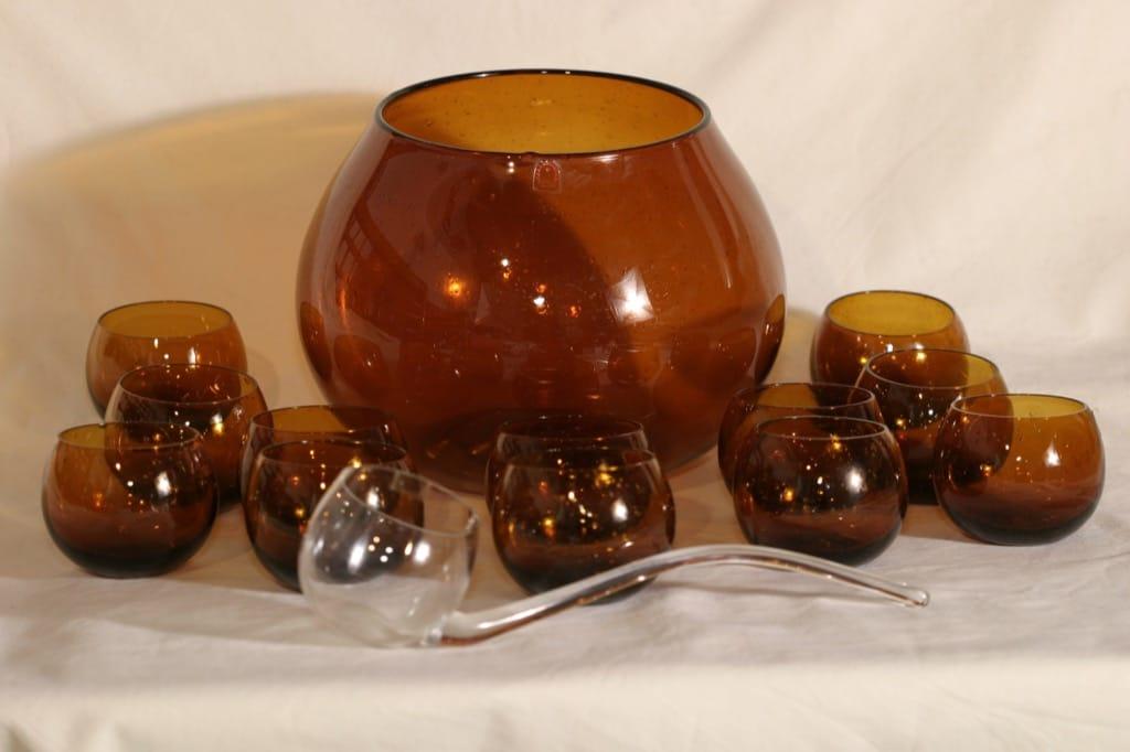Humppila Talonpoika boolimalja, kauha ja 12 lasia, suunnittelija Kerttu Nurminen,