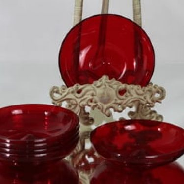 Nuutajärvi 1203 lautaset, rubiininpunainen, suunnittelija , pieni