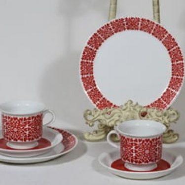 Arabia Tytti kahvikupit ja lautaset, punainen, 2 kpl, suunnittelija Raija Uosikkinen, serikuva