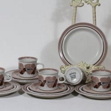 Arabia Koralli kahvikupit ja lautaset, käsinmaalattu, 5 kpl, suunnittelija Raija Uosikkinen, käsinmaalattu