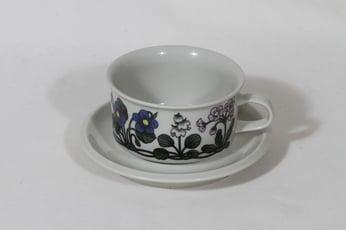 Arabia Flora teekuppi, suunnittelija Esteri Tomula, serikuva